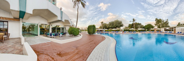 Panorama of the Pool at the Hotel Holiday International Sharjah