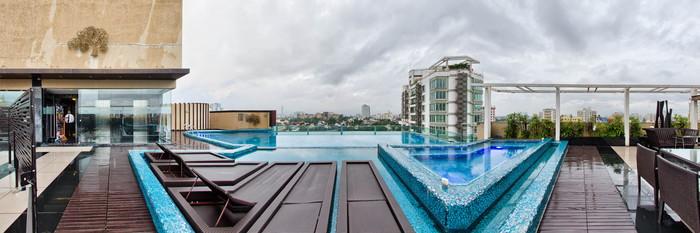 Panorama of the Pool at the Park Plaza Kolkata Ballygunge