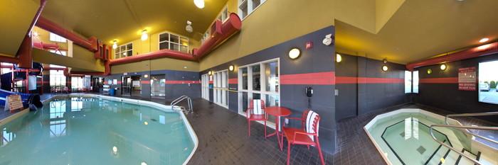 Panorama of the Pool & Hot Tub at the Comfort Suites Kelowna