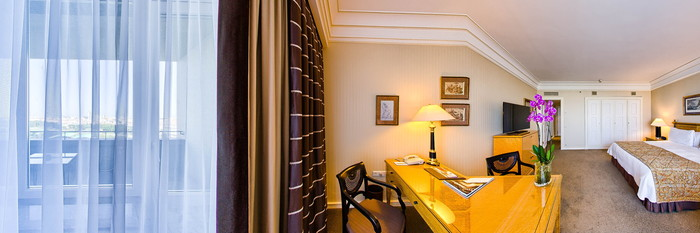 Panorama of the Premiere Room at the Four Seasons Hotel Ritz Lisbon