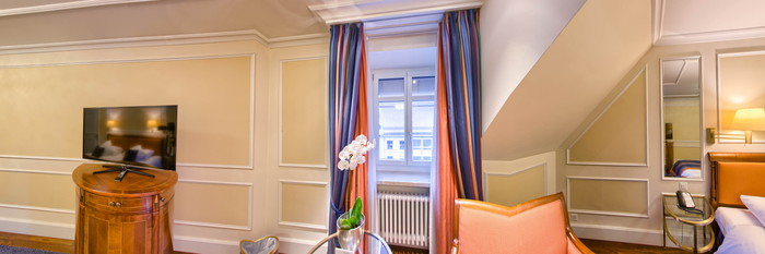 Panorama of the Premium Deluxe Suite at the Hotel Schweizerhof Zurich