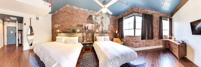 Panorama of the Premium Queen Queen Room at the Old No. 77 Hotel & Chandlery