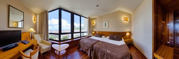 Panorama of the Premium Room at the Hotel Escuela Santa Cruz