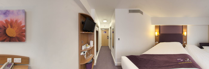 Panorama of the Quad Family Room at the Premier Inn London Kensington