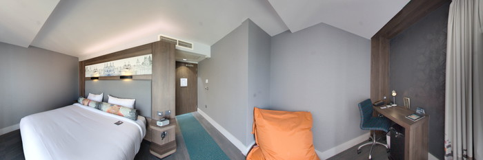 Panorama of the Savvy King Room at the Aloft Liverpool