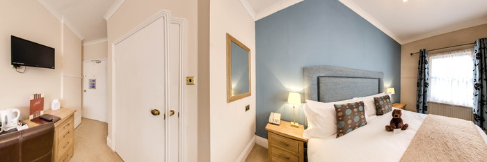 Panorama of the Small Double Room at the Clarence Court Hotel