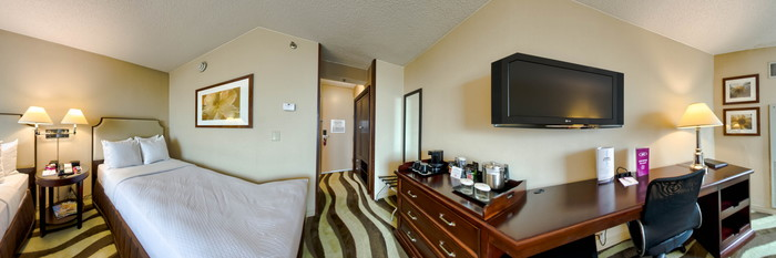 Panorama of the Standard Double at the Crowne Plaza Detroit Downtown Riverfront