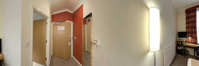 Panorama of the Standard Double Room at the Holiday Inn Express London - Victoria