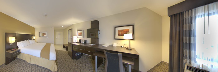 Panorama of the Standard King Room at the Holiday Inn Express and Suites Colorado Springs First and Main