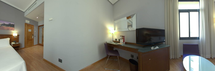 Panorama of the Standard Room at the Tryp Madrid Cibeles