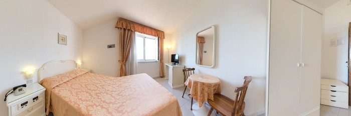 Panorama of the Standard Room with Window at the Hotel Terme Royal Palm