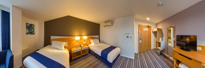 Panorama of the Standard Twin at the Holiday Inn Express Birmingham - Castle Bromwich