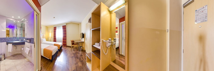 Panorama of the Standard Twin Room at the Holiday Inn Express Milan-Malpensa Airport