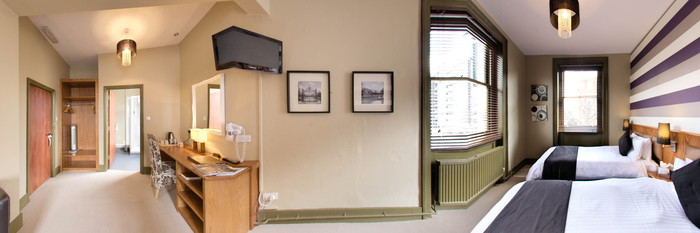 Panorama of the Standard Twin Room at The New Inn