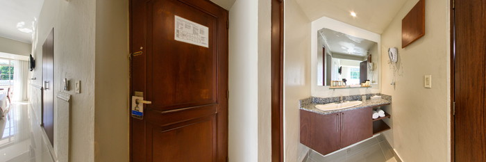 Panorama of the Superior Double Room at the Hodelpa Caribe Colonial