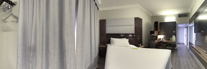Panorama of the Superior Single Room with Parquet at the Four Points by Sheraton Milan Center