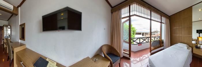 Panorama of the Superior Twin Room at the Tirtagangga Hotel
