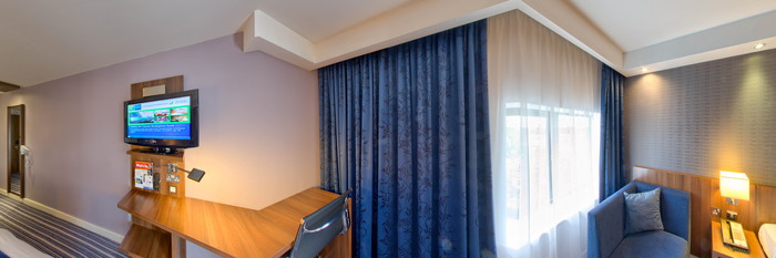 Panorama of the Twin at the Holiday Inn Express Birmingham South A45