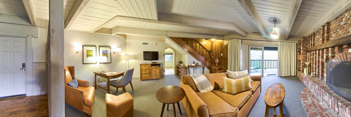 Panorama of the Vineyard View Suite at Harvest Inn