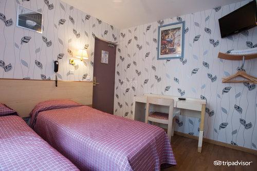 Caulaincourt Square Hostel