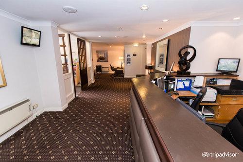 โรงแรม ฟ็อกซ์แอนด์กู๊ส