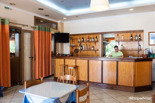 Makis Hotel