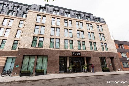 倫敦沃克斯霍爾駐橋套房飯店