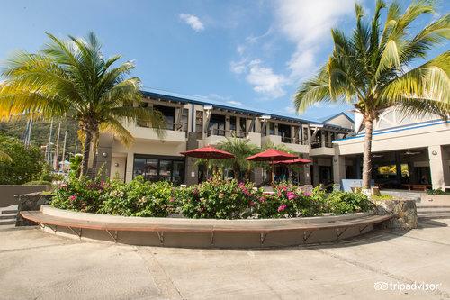 Moorings Mariner Inn Hotel