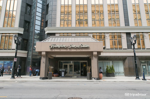 Hampton Inn & Suites Milwaukee Downtown