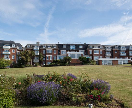 Devoncourt Resort & Apartments