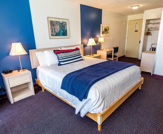Foghorn Harbor Inn Hotel