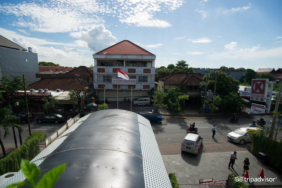 宜必思峇里庫塔飯店