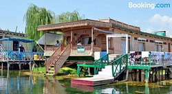 Heevan Houseboat