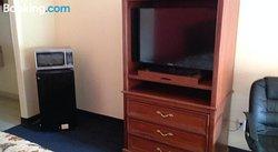 Hometowner Inn & Suites