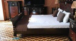 Travelers Hotel & Hostel