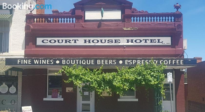 Courthouse Bar & Grill