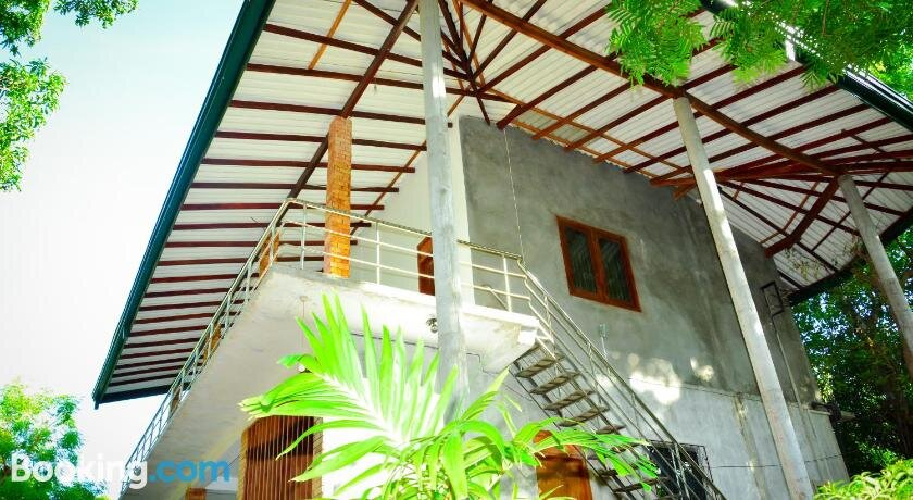 The Senaro Holiday Inn