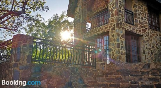Sable Ranch Hiking Trail & Overnight Accommodation