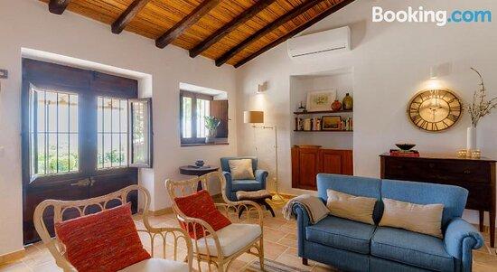 Monte Da Luz - A Family House
