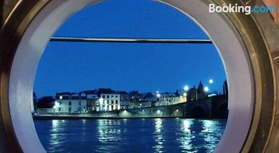 Chambres d'hotes sur la Meuse a bord de la Peniche Formigny