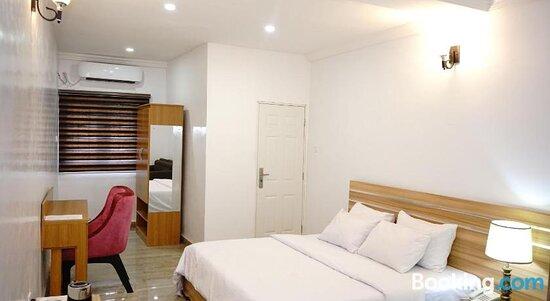 Graceland Hotel & Suites