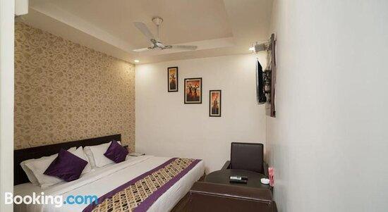 Hotel R R Palace