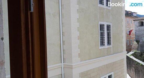 Lana & Ena Apartments