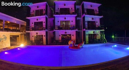 Business Hotel by Kan Ahau