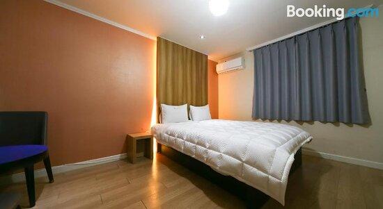 Gyeongju W Drive-In Motel