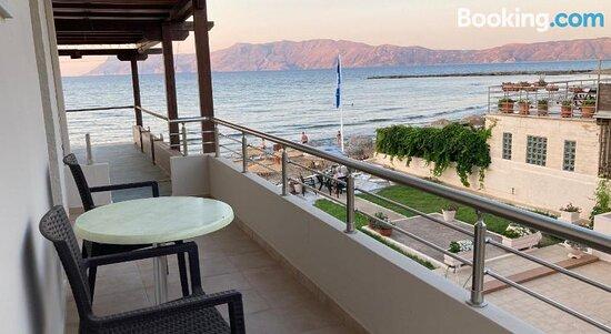 Mavros Molos Beach Rooms