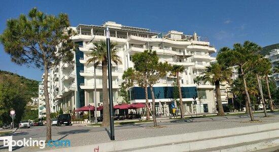 Alti's Marinabeach Apartments