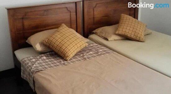 Tripadvisor - Patio - תמונה של Hotel 100, דהיוואלה-מאונט לביניה