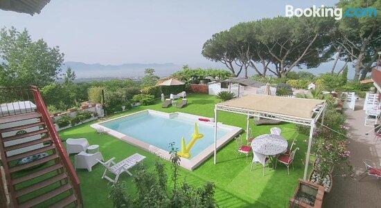 Swimming pool - Picture of B&B Iolì Vesuvio, Ercolano - Tripadvisor