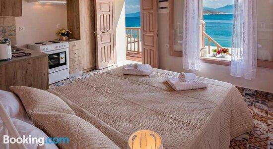 Bedroom - Photo de Spitakia, Chalki - Tripadvisor